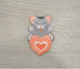Мышонок с сердечком